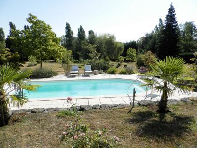 SAINT GERMAIN DU BOIS (71), maison 135 m², dépendances, piscine, calme, sur terrain 13 637 m²., PISCINE CREUSEE CHAUFFEE