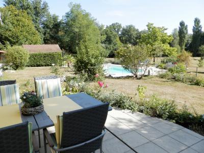 SAINT GERMAIN DU BOIS (71), maison 135 m², dépendances, piscine, calme, sur terrain 13 637 m²., TERRASSE EST / SUD