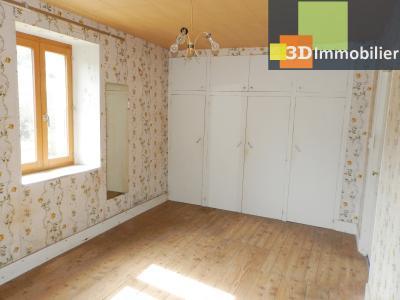 LONS LE SAUNIER nord (39), à vendre maison en pierre à rénover 79 m², dépendances, terrain 586 m², CHAMBRE 14.70 m²