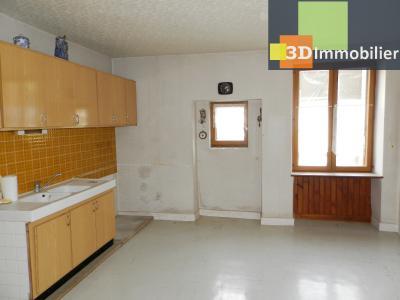 LONS LE SAUNIER nord (39), à vendre maison en pierre à rénover 79 m², dépendances, terrain 586 m², CUISINE 22 m²