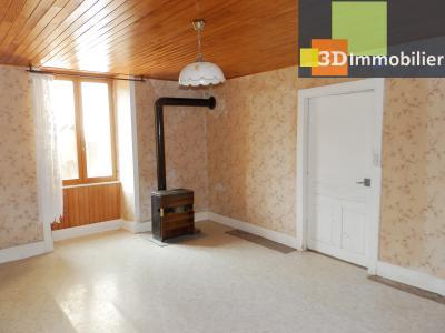 LONS LE SAUNIER nord (39), à vendre maison en pierre à rénover 79 m², dépendances, terrain 586 m², SALON SEJOUR 20 m²