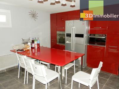 LONS-LE-SAUNIER (39), A VENDRE maison familiale 190 m², 5 chambres + bureau, garage, terrain 986 m²., Cuisine équipée rez 23.30 m²