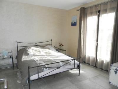LONS LE SAUNIER (39) à 15 minutes, à vendre maison rénovée 300 m², 3 logements, terrain 13292 m²., CHAMBRE 15 m²