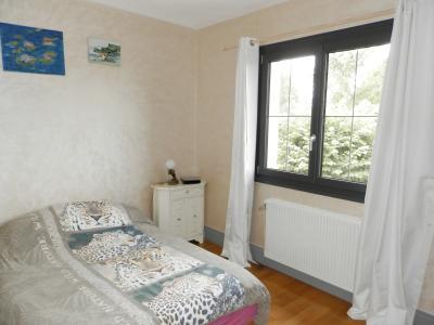 LONS LE SAUNIER (39) à 15 minutes, à vendre maison rénovée 300 m², 3 logements, terrain 13292 m²., CHAMBRE 12 m²
