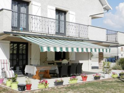 LONS LE SAUNIER (39) à 15 minutes, à vendre maison rénovée 300 m², 3 logements, terrain 13292 m²., TERRASSE SUD