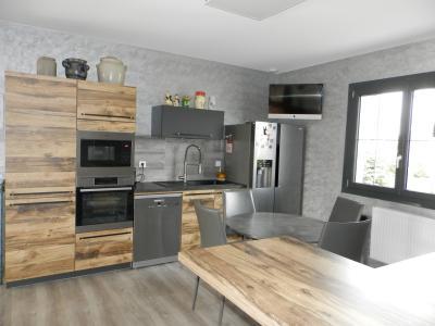 LONS LE SAUNIER (39) à 15 minutes, à vendre maison rénovée 300 m², 3 logements, terrain 13292 m²., CUISINE 1er étage