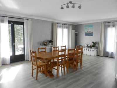 LONS LE SAUNIER (39) à 15 minutes, à vendre maison rénovée 300 m², 3 logements, terrain 13292 m²., PIECE DE VIE 1er étage