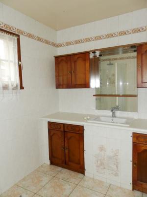 BELLEVESVRE (71), à vendre maison de village en pierre 147 m², terrain clos 285 m²., SALLE DE DOUCHE 5.20 m²