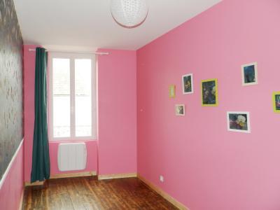 MONTMOROT (JURA), A VENDRE APPARTEMENT T2 BIS RENOVE 50 M², TERRASSE, CHAMBRE 9.50 m²