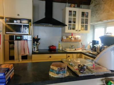 Proche Pommard (21),vends maison dans village viticole de 120m²,3 chambres dont une suite parentale., CUISINE OUVERTE 5 M²