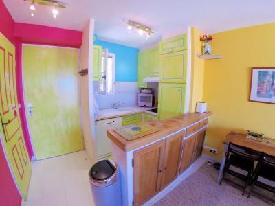 Théoule sur Mer, (06 Alpes Maritimes)à vendre maison jumelée exposé plein sud vue mer, terrasse 20m2, cuisine