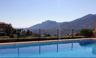 Théoule sur Mer (06 Alpes Maritimes), à vendre studio, vue mer panoramique, terrasse 9m50 plein SUD., piscine copropriété