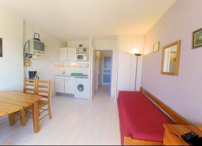Théoule sur Mer (06 Alpes Maritimes), à vendre studio, vue mer panoramique, terrasse 9m50 plein SUD., séjour & cuisine