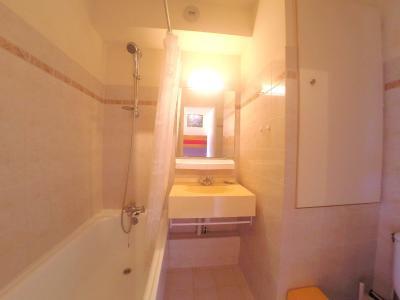 Théoule sur Mer (06 Alpes Maritimes), à vendre studio, vue mer panoramique, terrasse 9m50 plein SUD., salle de bains