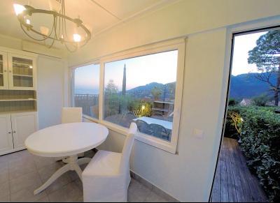 Théoule sur Mer (06 Alpes Maritimes), à vendre appartement vue mer, terrasse 20m2 exposé sud ouest, séjour