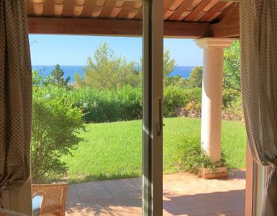 Théoule sur Mer, (06 Alpes Maritimes) à vendre maison vue mer, jardin 100m2 exposé sud, garage., vue séjour