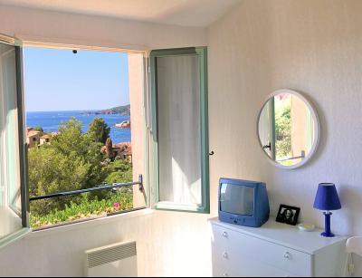 Théoule sur Mer, (06 Alpes Maritimes) à vendre maison vue mer, jardin 100m2 exposé sud, garage., chambre 2