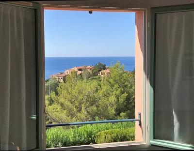 Théoule sur Mer, (06 Alpes Maritimes) à vendre maison vue mer, jardin 100m2 exposé sud, garage., panorama chambres