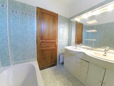 Valbonne (06 Alpes Maritimes), à vendre villa 103m2 avec jardin 800m2, 3 chambres, garage, parkings.,