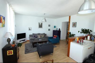 Clairvaux les Lacs (39 JURA), à louer appartement T3 de 76 m² avec garage., Pièce de vie