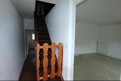 Lons-le-Saunier centre-ville (39 JURA), à vendre maison de ville de 6 pièces sur 239 m² de terrain., montée étage