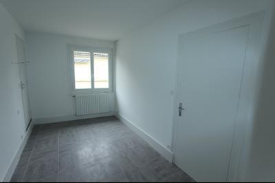Lons-le-Saunier centre-ville (39 JURA), à vendre maison de ville de 6 pièces sur 239 m² de terrain., Chambre rez-de-chaussée 10 m²