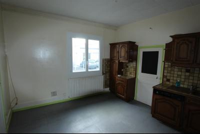 Lons-le-Saunier centre-ville (39 JURA), à vendre maison de ville de 6 pièces sur 239 m² de terrain., Cuisine 14 m²