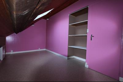 Lons-le-Saunier centre-ville (39 JURA), à vendre maison de ville de 6 pièces sur 239 m² de terrain., chambre étage 11 m²