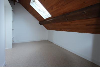 Lons-le-Saunier centre-ville (39 JURA), à vendre maison de ville de 6 pièces sur 239 m² de terrain., Chambre étage 10 m²
