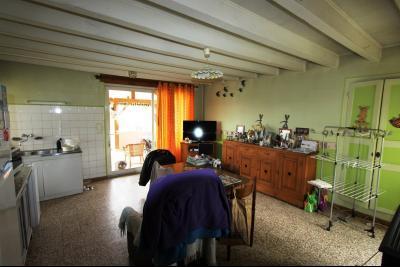 BELLEVESVRE (Saône-et-Loire)), à vendre ancienne ferme sur 7215 m² de terrain., Cuisine 30 m²