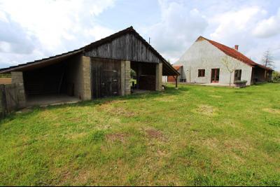 Bellevesvre (71 - Saône et Loire), à vendre maison rénovée avec 2 chambres et dépendances., ABri voiture et garage