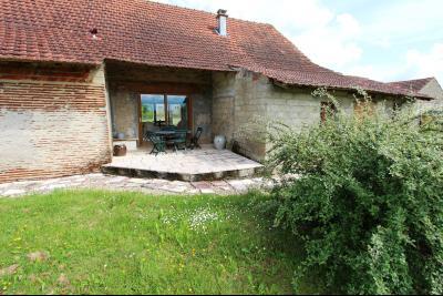 Bellevesvre (71 - Saône et Loire), à vendre maison rénovée avec 2 chambres et dépendances., Terrasse côté Ouest