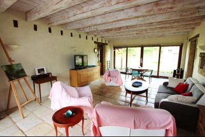 Bellevesvre (71 - Saône et Loire), à vendre maison rénovée avec 2 chambres et dépendances., Séjour 37 m²