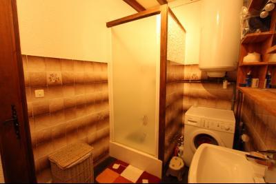 Perrigny (39 JURA), à vendre maison comprenant de 2 logements indépendants avec jardin et garage., 2° Etage T3 : SDB