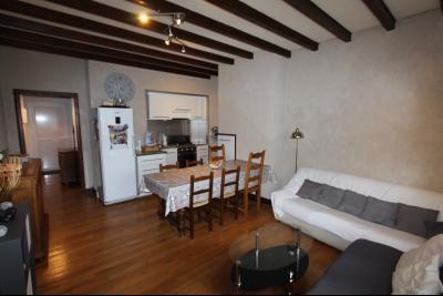 Perrigny (39 JURA), à vendre maison comprenant de 2 logements indépendants avec jardin et garage., 2° Etage T3 : Pièce de vie de 22 m²
