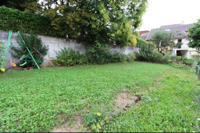 Perrigny (39 JURA), à vendre maison comprenant de 2 logements indépendants avec jardin et garage., Jardin du T4 de 125 m²
