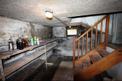 Lons-le-Saunier (39 JURA), à vendre maison de plain-pied, 3 chambres, 2 garages., Cave 10 m²
