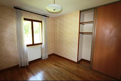 Lons-le-Saunier (39 JURA), à vendre maison de plain-pied, 3 chambres, 2 garages., CH2 11,5 m²