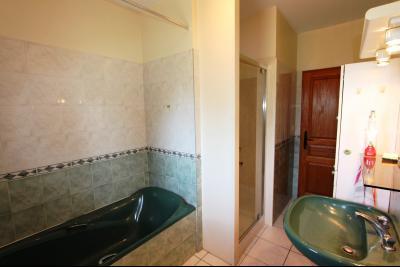 Lons-le-Saunier (39 JURA), à vendre maison de plain-pied, 3 chambres, 2 garages., SDB 8 m²