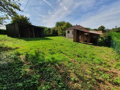 A 4 km du centre de Louhans, vends une maison à finir de rénover sur 2135 m² de terrain., DEPENDANCES NON ATTENANTES