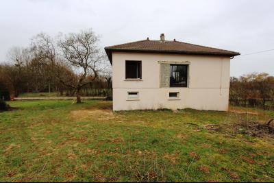 A 4 km du centre de Louhans, vends une maison à finir de rénover sur 2135 m² de terrain., A VENDRE PROCHE LOUHANS