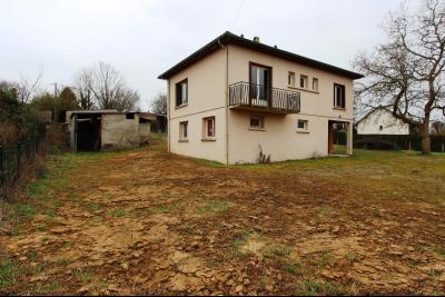 A 4 km du centre de Louhans, vends une maison à finir de rénover sur 2135 m² de terrain., MAISONA VENDRE PROCHE LOUHANS
