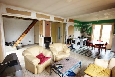 A 4 km du centre de Louhans, vends une maison à finir de rénover sur 2135 m² de terrain., PIECE DE VIE 43 m²