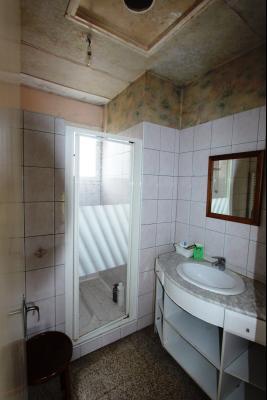 A 4 km du centre de Louhans, vends une maison à finir de rénover sur 2135 m² de terrain., SDE 3?60 m²
