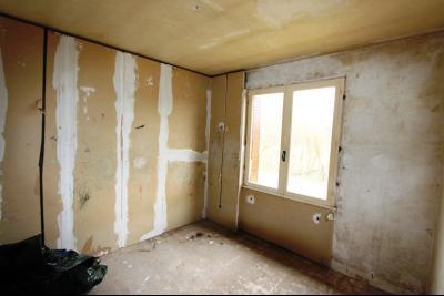 A 4 km du centre de Louhans, vends une maison à finir de rénover sur 2135 m² de terrain., CH2 10 m²