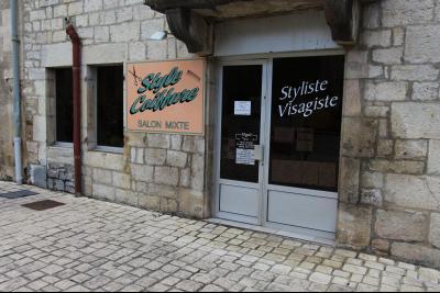 Sellières centre-ville, à vendre fonds de commerce : salon de coiffure en activité., PARKING CLIENTELE