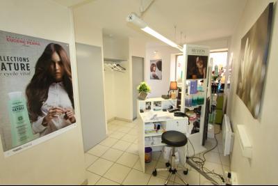 Sellières centre-ville, à vendre fonds de commerce : salon de coiffure en activité., COIN CAISSE