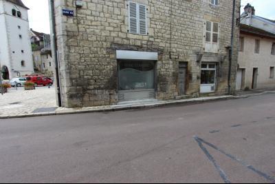 Sellières centre-ville, à vendre fonds de commerce : salon de coiffure en activité., VITRINE SUR RUE PRINCIPALE