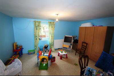 Villevieux (39 JURA), à vendre maison de plain-pied avec 2 chambres sur environ 800 m² de terrain.,