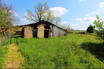 Secteur Sens sur Seille (71) à vendre maison de plain-pied à réhabiliter sur 2059 m² de terrain., ABRI